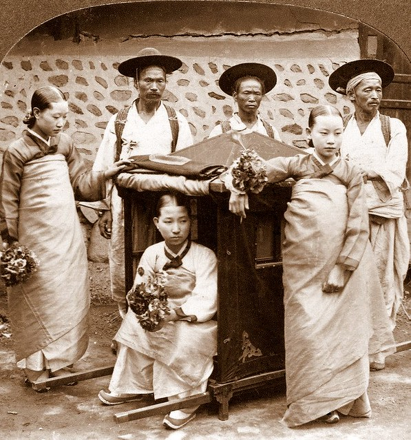 Gisaeng and entourage