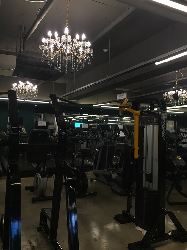 Lingua Asia_Korean gym with chandelier 2