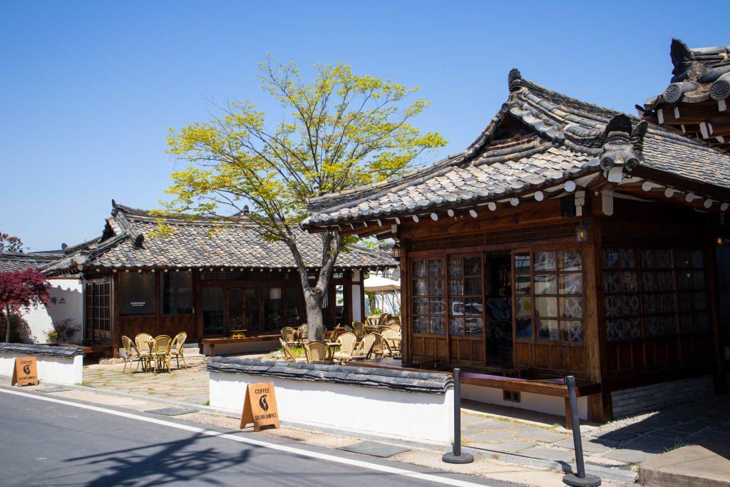 Lingua Asia_South Korea_Gyeongju_Traditional Building_Cafe_2021
