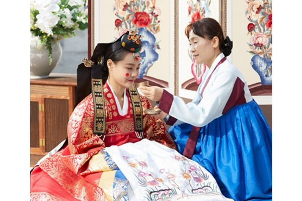 Why do Korean brides wear red dots